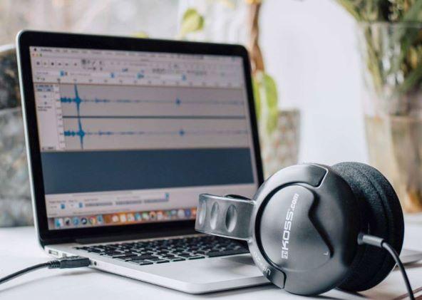 Black Headphones On Macbook Pro2